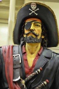 Pirate statue-close up(small)